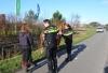 Scooterrijdster valt hard op wegdek na botsing met paard Herenweg