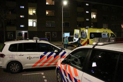 Verwarde man zet straat op stelten in Noordwijk.