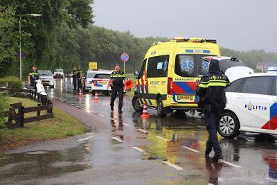 Scooterrijdster met opzittende glijdt onderuit in Noordwijk, Politievlogger Jan Willem rijdt dienst mee. (Foto's)