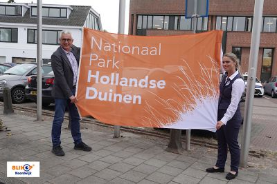De vlag is gehesen voor de week van Nationaal Park Hollandse Duinen.
