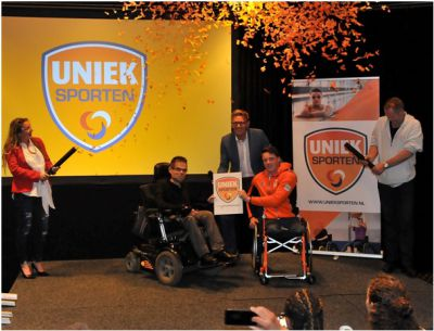 Wethouder van Duin en zitskiër Jeroen Kampschreur lanceren app Uniek Sporten in regio Holland Rijnland.