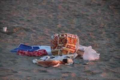 Grote zoekactie naar man en vrouw die spullen op strand achterlieten t.h.v. Huis Ter Duin (update)