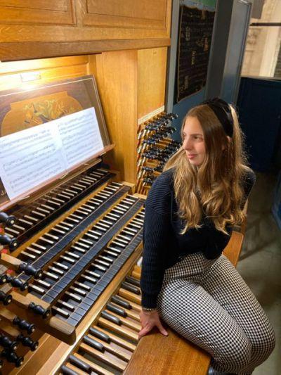 Primeur in Zomerserie Muziek in Jeroen, jeugdige Italiaanse organiste Francesca Ajossa op Knipscheer-orgel.