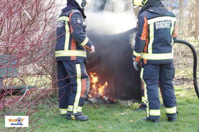 Brandweer blust buitenbrandje Hertenlaan.