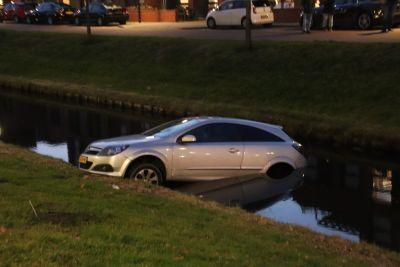 12e auto te water op de Overbeek
